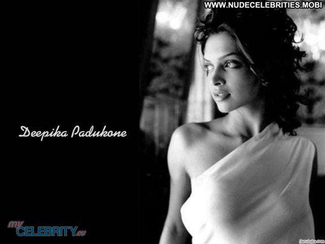 Deepika Padukone No Source Beautiful Actress Babe Posing Hot India