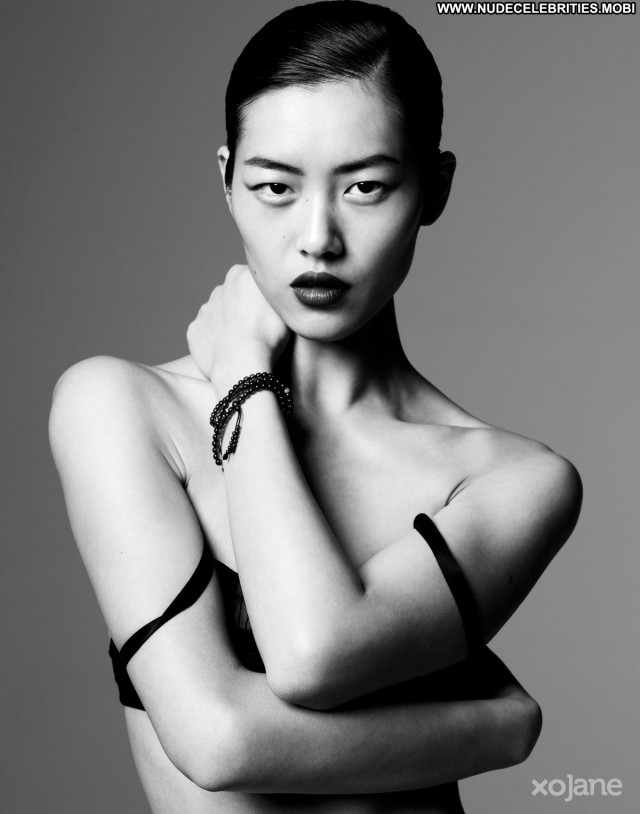 Liu Wen The Victoria S Secret Fashion New York Babe Posing Hot