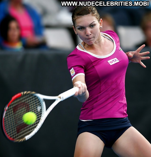 simona halep boobs