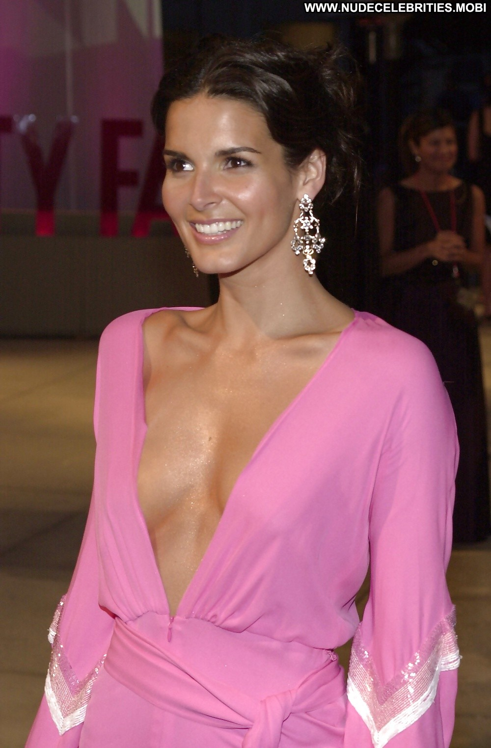 Angie Harmon has wardrobe malfunction on ... 'Live with ...
