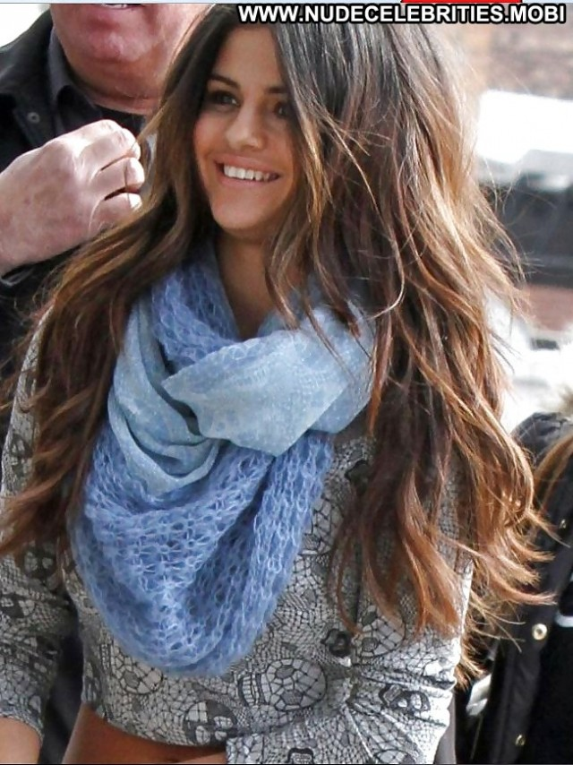 Selena Gomez Pictures Celebrity Teen Brunette Female Beautiful Hot