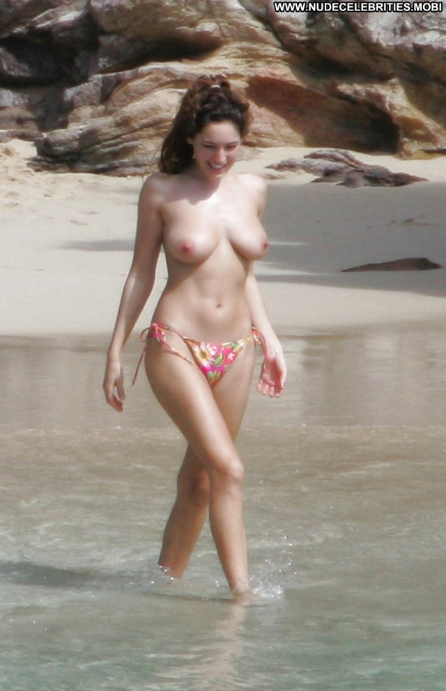 Kelly Brook Pictures Beach Topless Tits Celebrity
