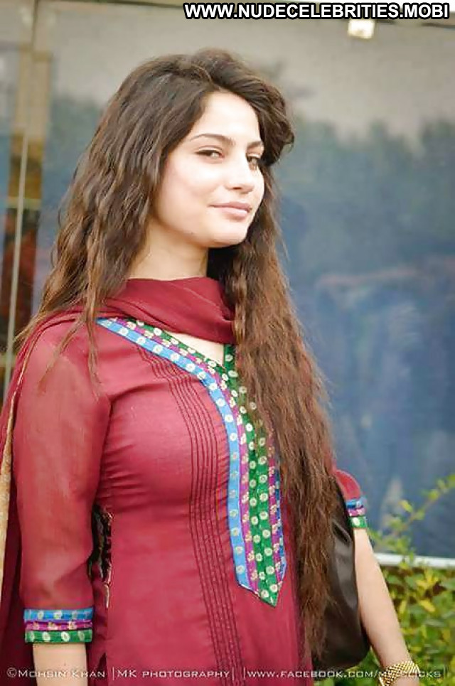 Neelam Muneer Pictures Sea Celebrity Pakistani Sexy Hot Actress Asian