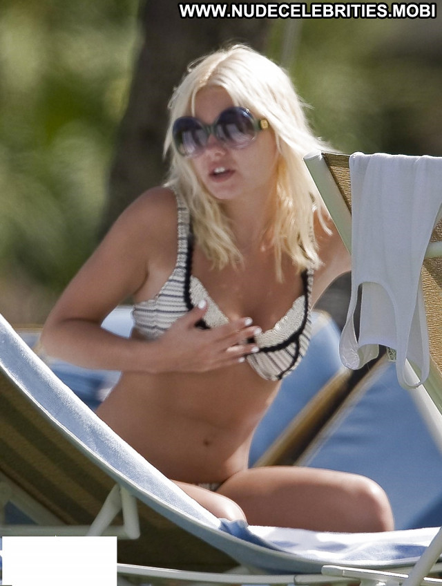 Elisha Cuthbert Pictures Tits Pretty Sexy Bikini Ass Celebrity Blonde